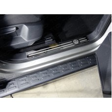 Накладки на пластиковые пороги (лист зеркальный логотип VW) 2шт код VWTIG17-22