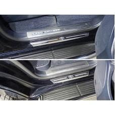Накладки на пороги с гибом (лист зеркальный логотип Toyota) 4шт код TOYLC20015-33